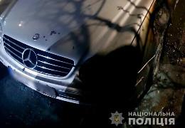 У Чернівцях минулої ночі невідомі зловмисники спалили легковик Mercedes