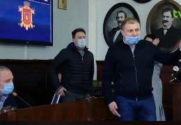 """Блокування сесії міської ради: запроданці провокують чернівчан взятися за """"катання у альтфатерах"""""""