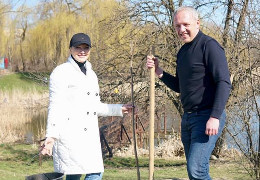 """Клічук з дружиною висаджує дерева, підтримавши акцію  """"Мільйон дерев за 24 години"""""""