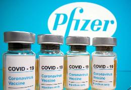 Стало відомо, хто перший отримає щеплення вакциною Pfizer в Україні