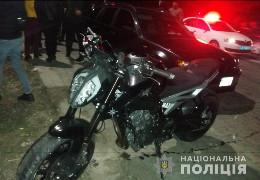 Буковинські поліцейські розшукують мотоцикліста, який під Чернівцями збив пішохода