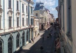 З наступного року міська влада не дзволить спорудження потворних літніх майданчиків-халабуд у центрі Чернівців, - заступник мера Зазуляк