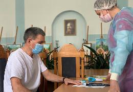 У ЧНУ ім.Юрія Федьковича вакцинувались сто співробітників на чолі з ректором Романом Петришиним