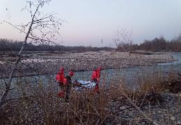 У Черемоші на Вижниччині рятувальники підняли на берег тіло місцевої жительки