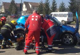 У жахливій аварії біля Чернівців рятувальники деблокували з легковика трьох потерпілих