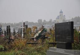 Місць майже немає: на чернівецькому міському кладовищі небіжчиків почали ховати навіть на доріжках між малими секторами, - директор МКП «Спецкомбінат» Василь Воронюк