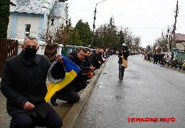 Глибока прощається з полеглим від кулі снайпера Героєм Ярославом Карлійчуком