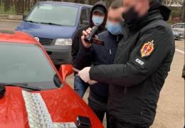 Адвокату, якого затримала СБУ на хабарі у Чернівцях напередодні, повідомлено про підозру