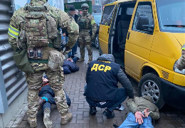 На Буковині знешкодили злочинне угруповання, яке тероризували підприємців і відбирали їхню власність за надумані борги