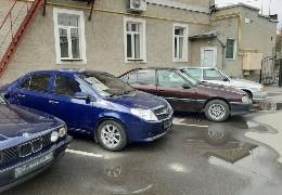 Ратуша оголосила розпродаж службових авто: машину мера Чернівців продають за 102 тисячі