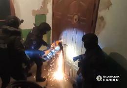 На Київщині у результаті бандитського нападу в іноземця вкрали діамант вартістю 400 тис. доларів