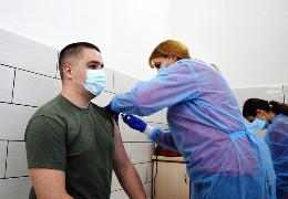 На вихідні вакциною Pfizer щепили понад 100 прикордонників та працівників Чернівецького прикордонного загону