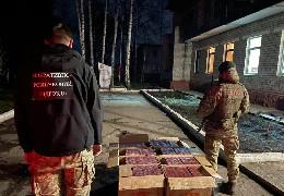 На кордоні з ЄС буковинські прикордонники виявили майже 6,5 тисяч пачок сигарет