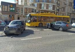 П'яний буковинець здійснив потрійну ДТП на вулиці Героїв Майдану у Чернівцях