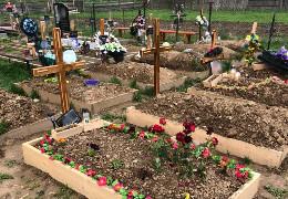 20-річний житель Путили напідпитку понівечив 13 могил