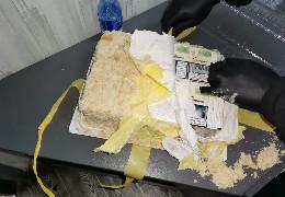 """На кордоні з Румунією виявили """"торт"""" з контрабандних сигарет"""