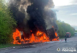 На трасі Житомир Чернівці вантажівка влетіла в мікроавтобус, обидва загорілися: 4 загиблих