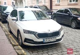 У Чернівецькій ОДА придбали службовий автомобіль для керівництва, який не вписується у визначену Кабміном граничну суму витрат