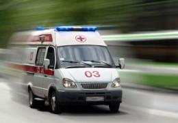На Буковині важко травмувався дворічний хлопчик, який випав з вікна другого поверху будинку