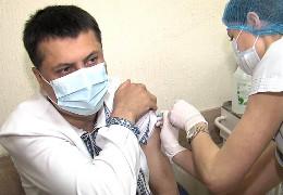 Дитячий лікар-анестезіолог з Чернівців став першим повністю вакцинованим від COVID-19 буковинцем препаратом Astra Zeneca Covishild