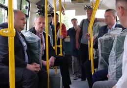 Чернівці придбають 20 нових восьмиметрових автобусів: Клічук випробував маршрутку на зручність