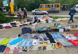 """Міські депутати вирішуватимуть, чи варто залишати діючим """"блошиний ринок"""" на вулиці Руській у Чернівцях"""