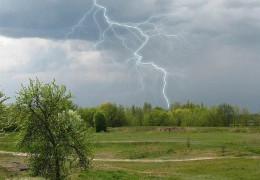 Весна в Україні завершується грозовими дощами та похолоданням