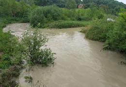 На Буковині вийшла з берегів річка Дерлуй. Існує загроза підтоплення прилеглих сіл