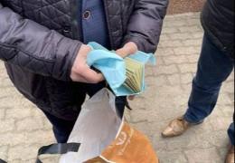 Підозрюваного в хабарництві керівника Чернівецького перинатального центру Манчуленка досі не звільнили з посади