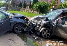 На вулиці Галицький Шлях у Чернівцях сталася аварія з потерпілими