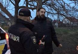З'явилося відео зі скандальними подробицями затримання на Буковині за кермом п'яного московського попа