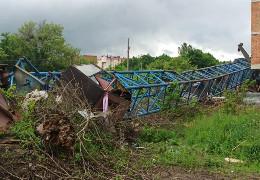 У Чернівцях на будівництві упав 40-метровий кран. Кранівника у важкому стані забрала швидка
