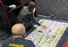 На Буковині слідчі поліції повідомили про підозри членам організованої злочинної групи