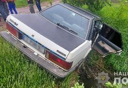 У Заставні травмувалась пасажирка легковика, який з'їхав у кювет.