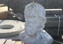 У Ратуші пояснили, чому демонтували погруддя Сидору Воробкевичу в університетському сквері