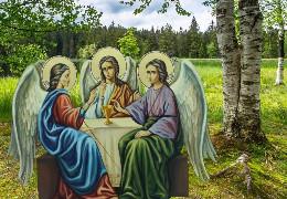 Православні християни сьогодні відзначають День святої Трійці