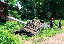 Поблизу Чернівців сталася смертельна ДТП. Бус врізався у рекламний стовп, водій загинув