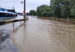 Є загроза підтоплення: у вихідні прогнозують підняття рівня води у річках Буковини. Стихія пройшлася Львовом