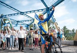 """Фронтмен гурту """"Скай"""" Олег Собчук завітав на Буковину у рамках велотуру «Незалежний»"""