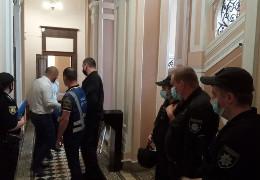 У Чернівцях депутати запроданці поламали турнікет у міській раді