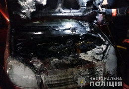 У Новоселиці невідомі особи підпалили автомобіль «Fiat», який належить місцевому жителю