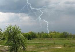 Циклон несе в Україну рясні дощі, а через тиждень спека посилиться