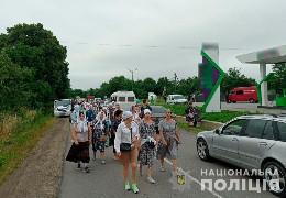 4 тисячі паломників РПЦвУ йдуть з Чернівців хресним ходом до чоловічого монастиря у селі Хрещатик