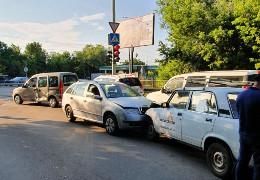 У потрійній ДТП в Чернівцях постраждав працівник МКП Міськсвітло