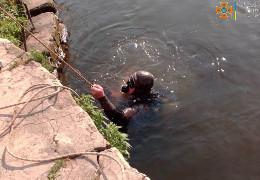 У Сокирянах потонув чоловік, який стрибнув із дамби