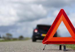 Смертельна ДТП: у Чернівцях з авто випало два пасажира, один з них загинув