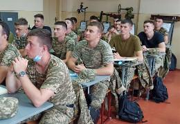 Випусників ЧНУ, як майбутніх офіцерів запасу, запрошують на військову службу