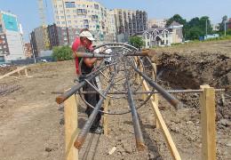 """Директор парку """"Жовтневий"""" в Чернівцях, на території якого будують флагшток, розповів, як цю ділянку намагалися раніше відібрати"""
