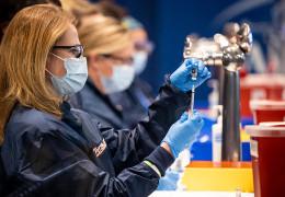 Жителям Нью-Йорка почнуть платити по 100 доларів за щеплення від коронавіруса