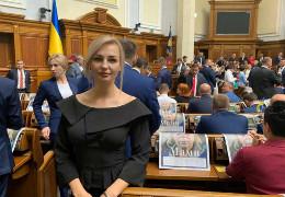 Екс-менеджер ТОВ «Бізнес-центр «Буковина» Оксана Гринчук, яка була обрана в Раду за списком «Слуги народу», задекларувала своє елітне авто Infinity, як сільгосптехніку